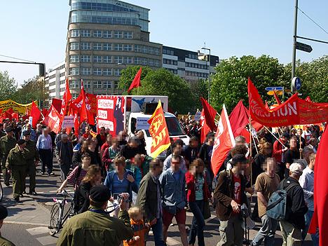 """""""Politischen Streik erkämpfen"""" auf Transparent am Lauti"""